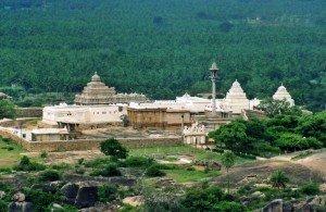 Chandragiri_hill_temple_complex_at_Shravanabelagola