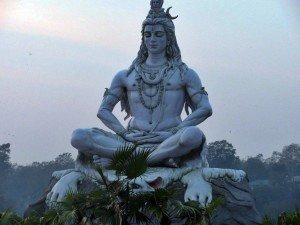 p-1024x1024-statuja-shivi-na-reke-gang