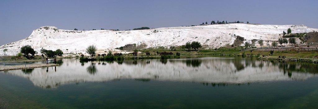 1100px-Турция,_Денизли,_панорама_горы_Памуккале
